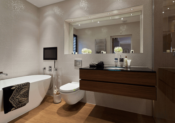 A big mirror is the right choice for your small bathroom