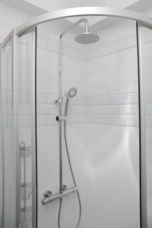 cubicle-showers-with-body-jet